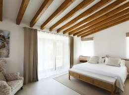 Quartos  por Bornelo Interior Design
