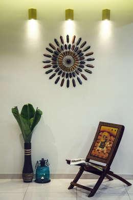 Cozy House:  Corridor & hallway by Intraspace