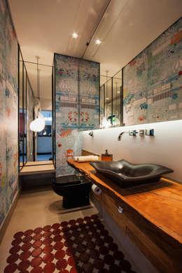 modern Bathroom by Alice Martins Flávio Butti