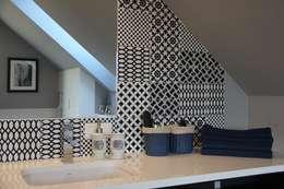 Łazienka w stylu eklektycznym.: styl , w kategorii Łazienka zaprojektowany przez MOMA HOME