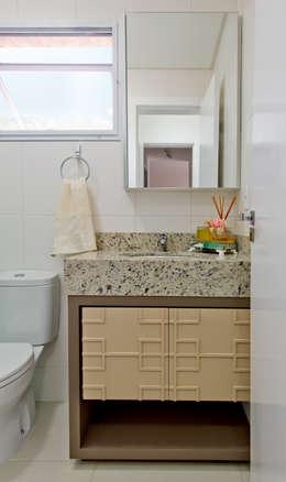 Mendonça Pinheiro Interiores: modern tarz Banyo
