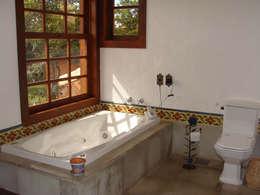 rustic Bathroom by Monica Guerra Arquitetura e Interiores