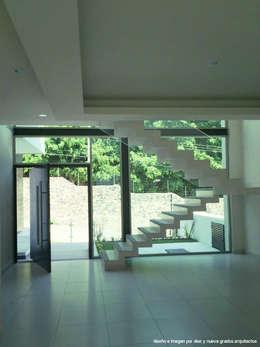 Pasillos y vestíbulos de estilo  por Diez y Nueve Grados Arquitectos