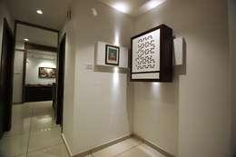 atman and helees flat:  Corridor, hallway & stairs  by studio 7 designs