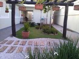 tropical Garden by Borges Arquitetura & Paisagismo