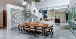 Comedores de estilo moderno por Radô Arquitetura e Design