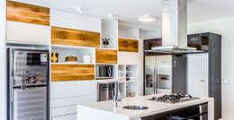 Cocinas de estilo moderno por Radô Arquitetura e Design