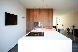Keuken Waalwijk: moderne Keuken door Ecker Keukens en Interieur