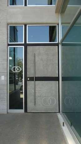 Ventanas de estilo  por Diez y Nueve Grados Arquitectos