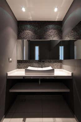 modern Bathroom by BCA taller de diseño