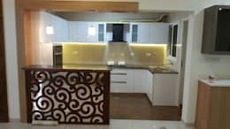 Mr. and Mrs. Raghu House at Shoba Forest view : modern Kitchen by Blue Interiors