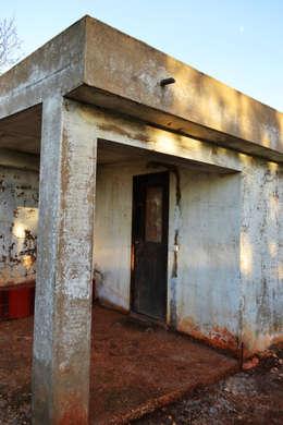 Casas de estilo rústico por RenoBuild Algarve