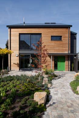 Maisons de style de style Moderne par SIGRUN GERST ARCHITEKTUR