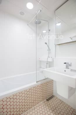 감각적인 패턴과 감성이 있는 인테리어 : 퍼스트애비뉴의  화장실