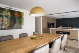 mesa de  Cozinha: Cozinhas modernas por CASA MARQUES INTERIORES