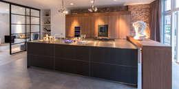 Кухни в . Автор – DENOLDERVLEUGELS Architects & Associates