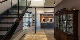 Corridor & hallway by DENOLDERVLEUGELS Architects & Associates