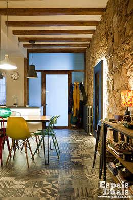 Salon de style de style Rustique par Espais Duals