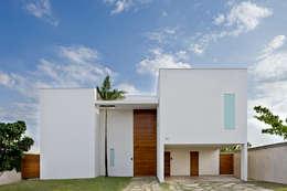 Casas de estilo moderno por DG Arquitetura + Design