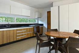 Residência Brasília - DF: Salas de jantar modernas por DG Arquitetura + Design