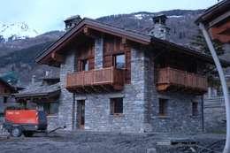 Projekty, rustykalne Domy zaprojektowane przez Sangineto s.r.l