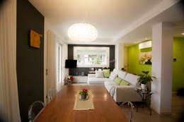 Salas / recibidores de estilo moderno por HAUS - Home & ambient unique solutions
