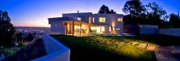 Vista desde Patio 02: Casas de estilo moderno por Poggi Schmit Arquitectura