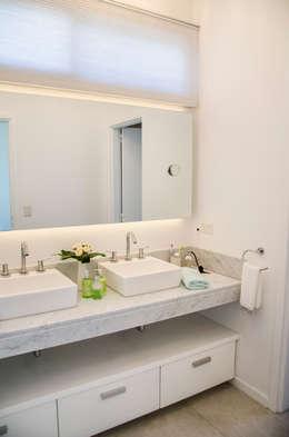 Ванные комнаты в . Автор – Parrado Arquitectura