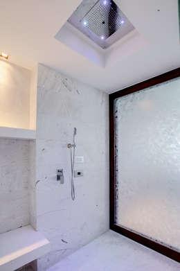 Pent-house LAHIA: Baños de estilo  por Art.chitecture, Taller de Arquitectura e Interiorismo 📍 Cancún, México.