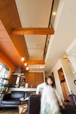 Comedores de estilo ecléctico por coil松村一輝建設計事務所