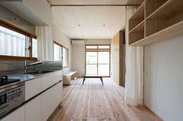 Re:M-house: coil松村一輝建設計事務所が手掛けたリビングです。