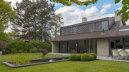 Renovatie en verbouwing villa in Ruitersbos te Breda: moderne Huizen door Joep van Os Architectenbureau