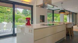 Renovatie en verbouwing villa in Ruitersbos te Breda: moderne Keuken door Joep van Os Architectenbureau