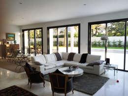 Salon : Salon de style de style Moderne par Laura Djabourian Architecture d'intérieur