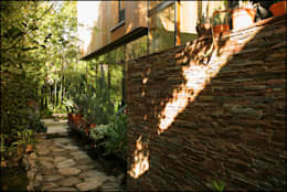 Taman by Arquitecto Alejandro Sticotti