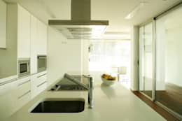 modern Kitchen by Central Projectos