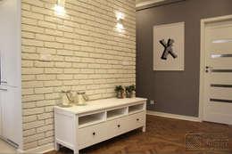 Mieszkanie na Starej Ochocie - salon w szarościach i turkusach: styl , w kategorii Salon zaprojektowany przez Koncepcja Wnętrz