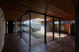 SHIMA: KEITARO MUTO ARCHITECTSが手掛けたリビングです。