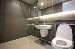 Baños de estilo clásico por 제이앤예림design