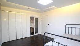 내부 인테리어 - 침실: 엔디하임 - ndhaim의  침실