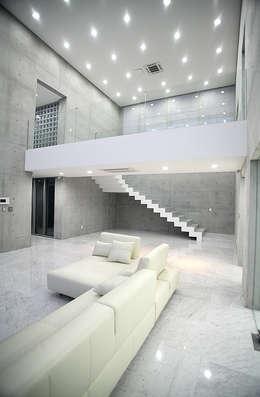 내부 인테리어 - 거실: 엔디하임 - ndhaim의  거실