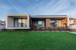 Casas de estilo moderno por ARKHY PHOTO