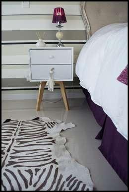 Projekty,  Sypialnia zaprojektowane przez Diseñadora Lucia Casanova