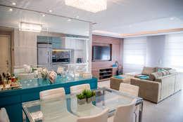 Apartamento Jovem Casal - Jantar e Estar: Salas de jantar ecléticas por Studio Bene Arquitetura