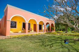 """Proyecto """"Quinta Hunucmá"""": Casas de estilo colonial por PORTO Arquitectura + Diseño de Interiores"""