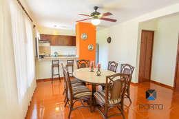 Sala da pranzo in stile in stile Coloniale di PORTO Arquitectura + Diseño de Interiores