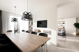 Verbouwing en restyling van een woning: moderne Eetkamer door Interieur Design by Nicole & Fleur