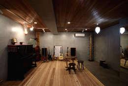 asian Media room by 森林・環境建築研究所