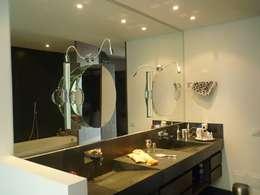 Projekty,  Łazienka zaprojektowane przez 57uno Arquitectura