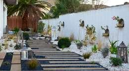 Jardines de estilo ecléctico por PATXI CASTRO